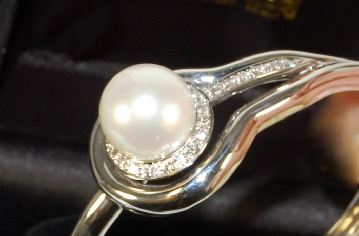 Bracciale perla Australiana e diamanti in oro bianco 18 kt.