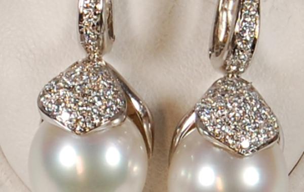 Orecchini perle e diamanti in oro bianco 18kt.