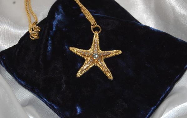 Stella marina a scultura con diamante in oro giallo 18kt.