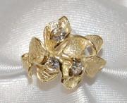 Anello foglie a scultura e diamanti in oro giallo 18kt.