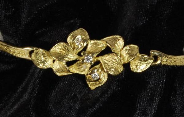 Bracciale foglie a scultura e diamanti in oro giallo 18kt
