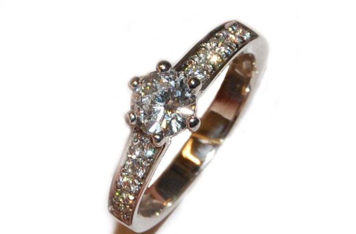 Solitario diamanti sul gambo